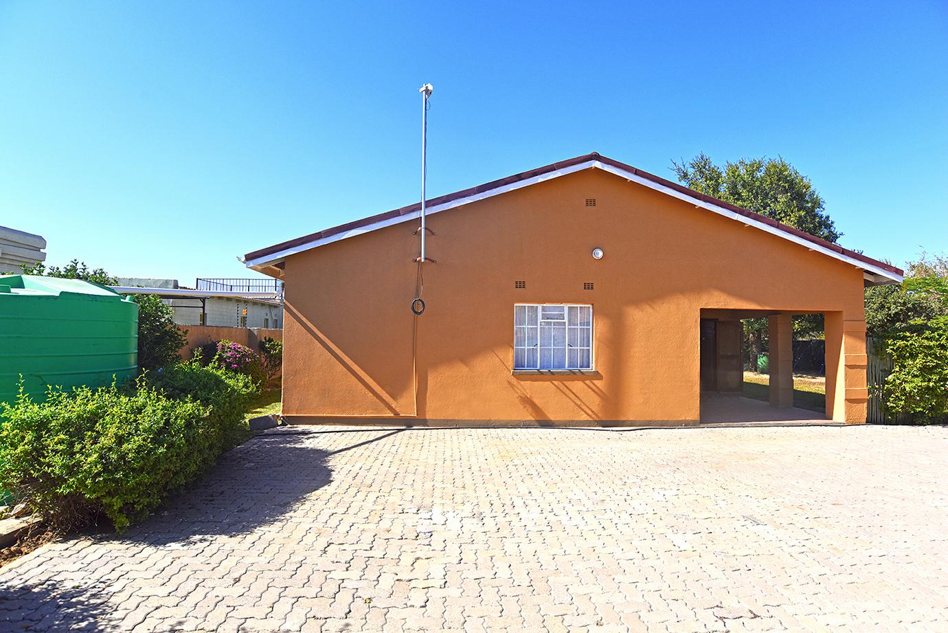 For Sale – Large 3 bedroom Family Home In Mokolodi 1