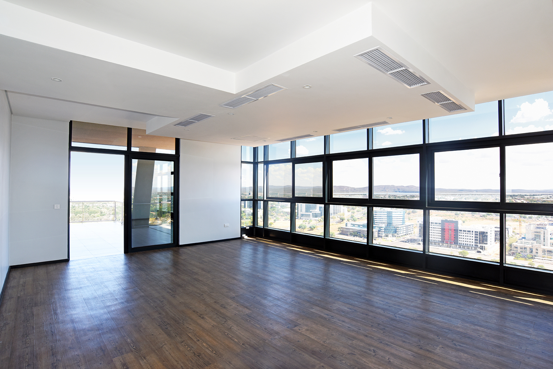 iTowers 25th Floor, Upmarket Luxury Office Space